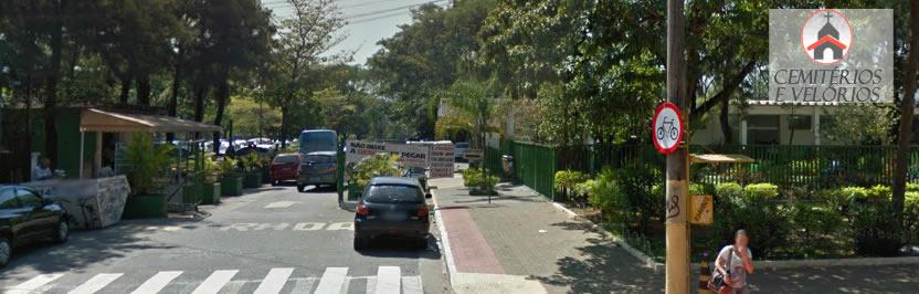 Entrada para o estacionamento do cemitério São Pedro